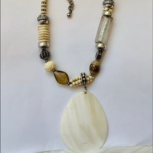 NWT sea shell necklace